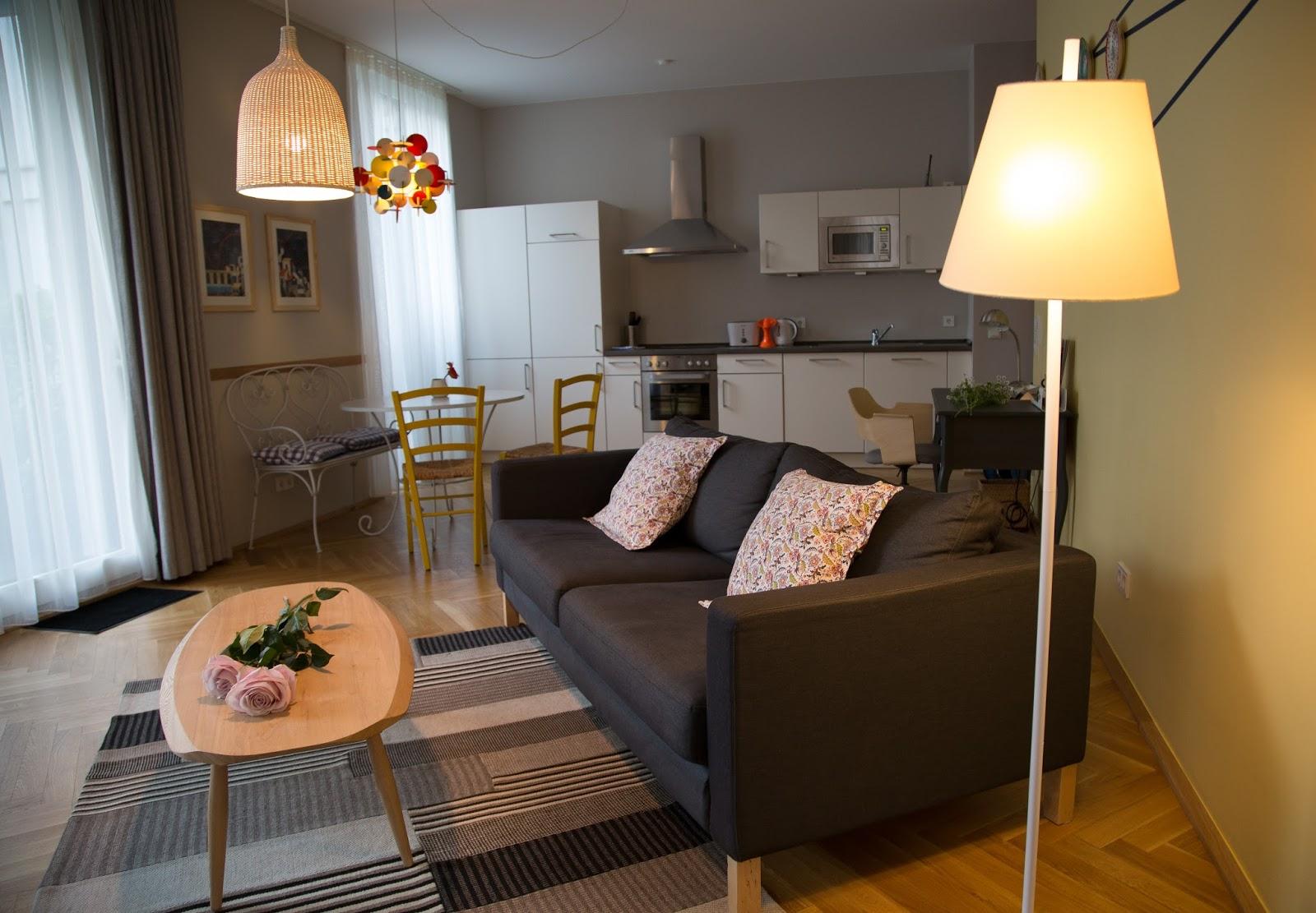 circus apartment in berlin - schönes wohnzimmer