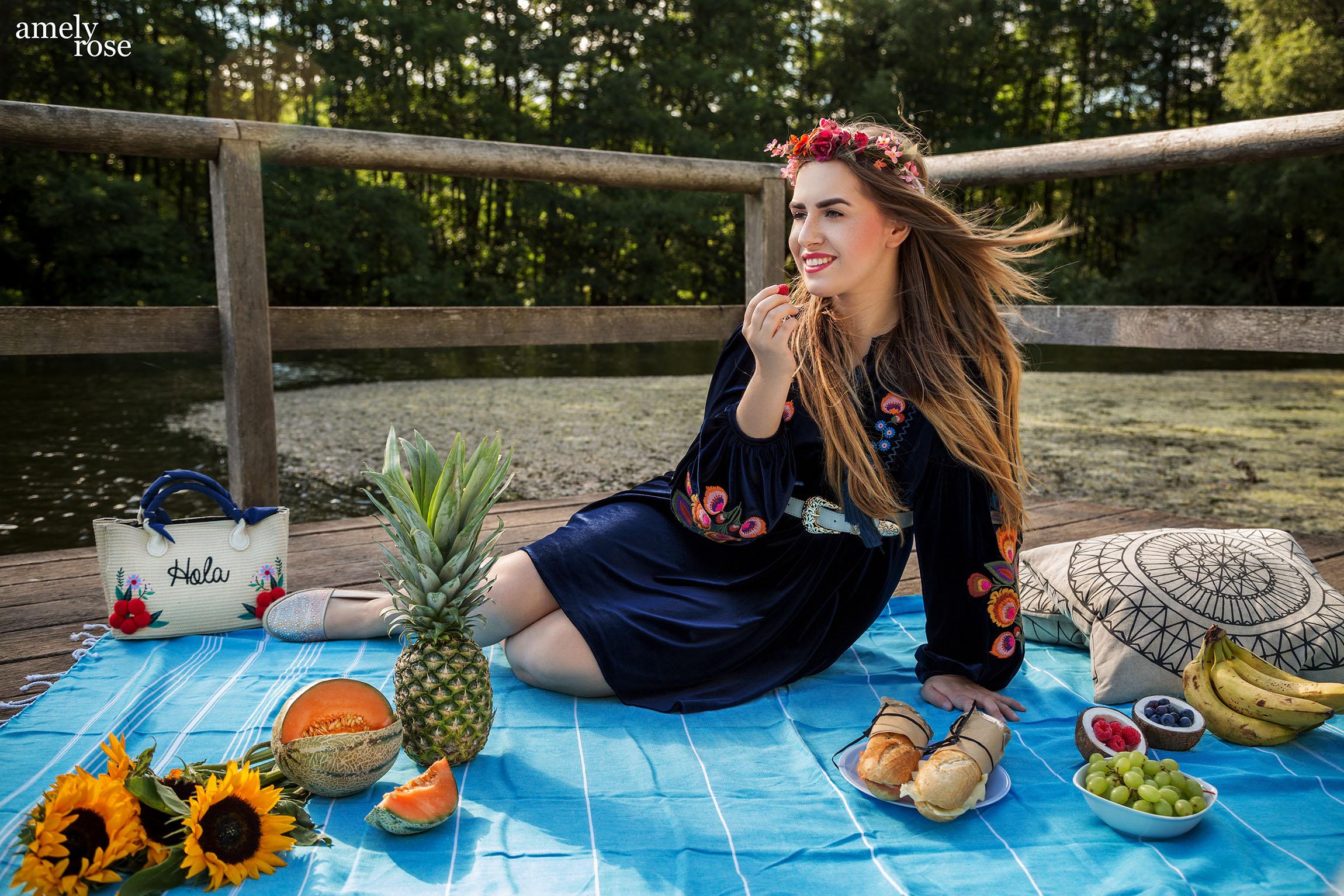 Amely rose verbringt den sommer am strand und zeigt euch die wichtigsten beach essentials. Wichtig eine stranddecke oder picknickdecke von jaliya. Die handgearbeiteten raditionellen tücher könnt ihr auch für euer hamam benutzen.