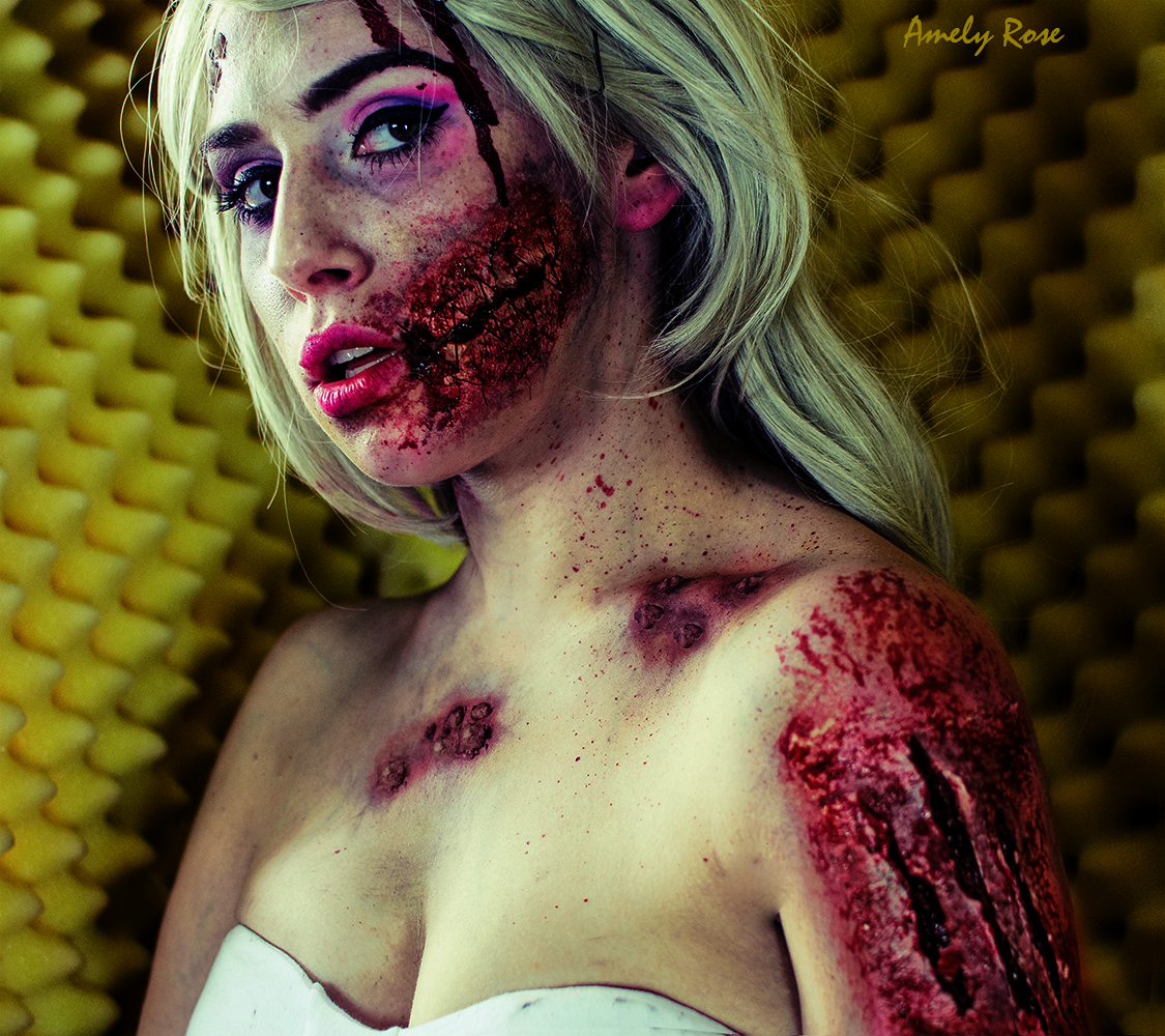 Amely Rose zeigt eine Horror Fotostrecke als grusel Barbie, ein Halloweenmake_up, ein Halloweenkostüm und ein sfx Make up tutorial.
