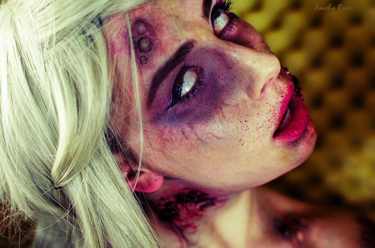 Amely Rose zeigt eine Horror Fotostrecke als grusel Barbie, ein Halloweenmake_up, ein Halloweenkostüm und ein sfx Make up tutorial.