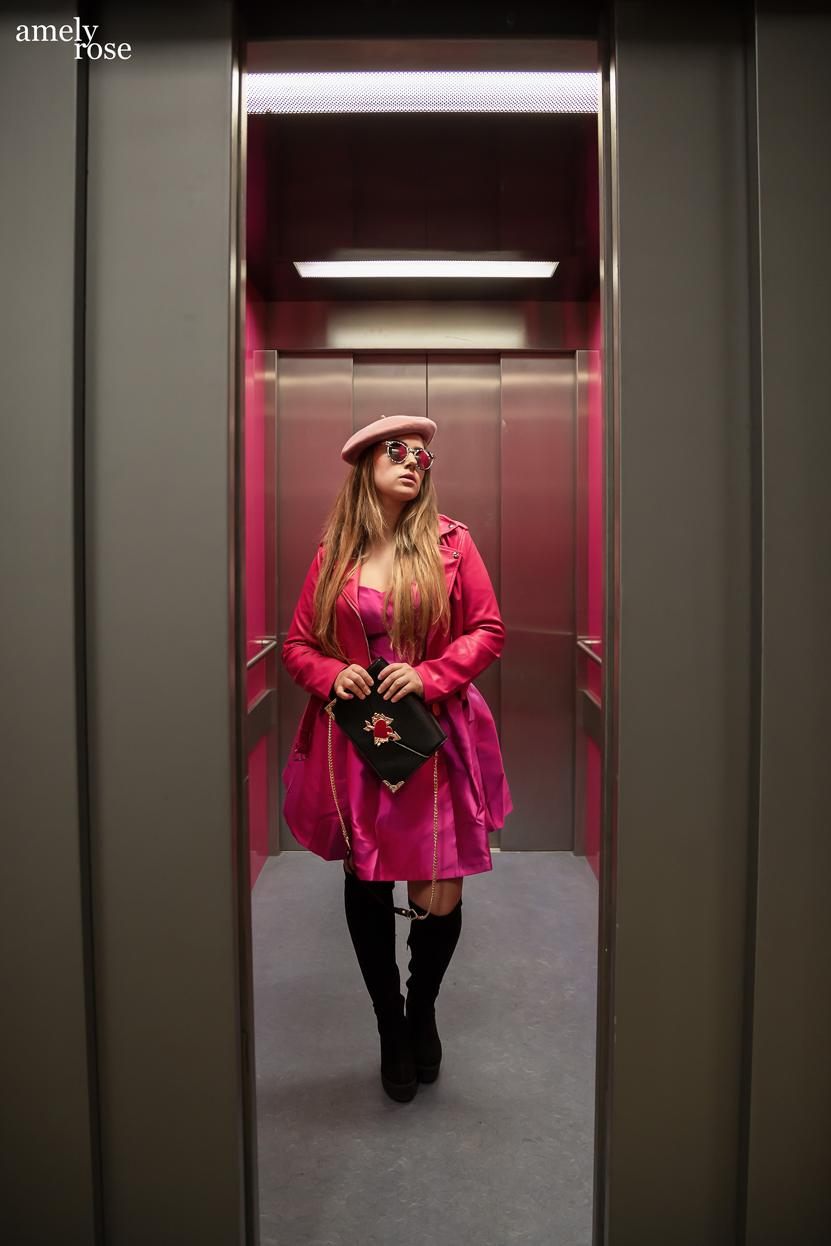 Amely Rose german influencer in a stylish pink #ootd in a lift. This fashioneditorial reminds of #fiftyshadesof rose.