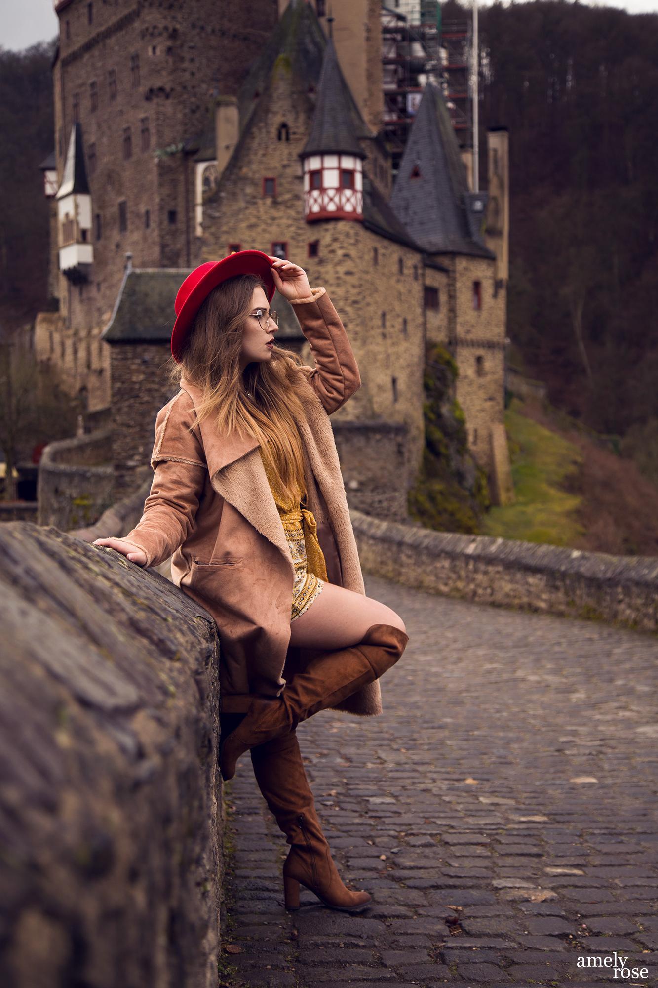 amelyrose, amely rose, amely-rose, fashionblogger, autumnlook, festival, festivals, festivalfashion, festivaloutfit, hippie, boho, summeroutfit, hippieoutfit, festivallook, festivalstyle, fashiongirl, lookbook, look, fashionblogger_de, bloggerlife, fashionlook, mode, modeblogger, germanblogger, zara, architecture, burgeltz, eltzcastle, casleeltz