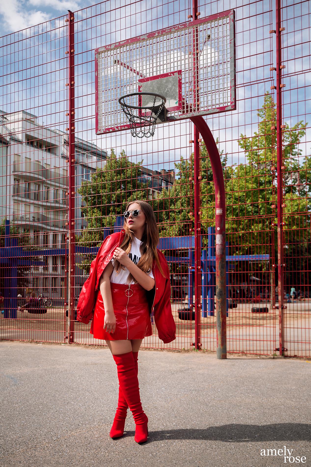 amelyrose, amely rose, amely-rose, fashionblogger, feministin, feminism, metoo, #metoo, düsseldorf, sportplatz, lackrock, rot, lady in red, statement shirt