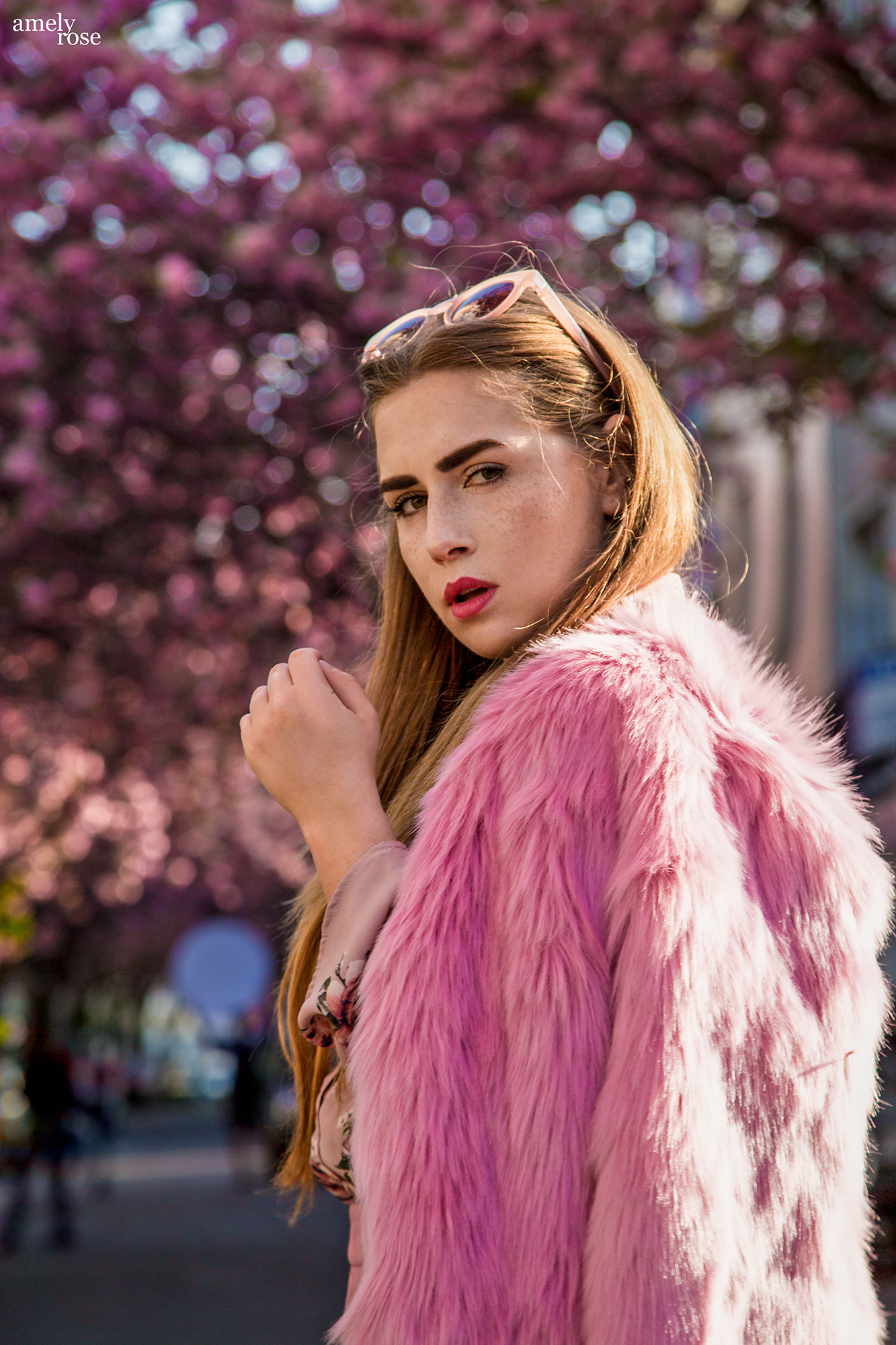 Amely Rose german fashionblogger in Bonn between the cherryblossom – fashioneditorial – spring outfit - kirschblüten altstadt
