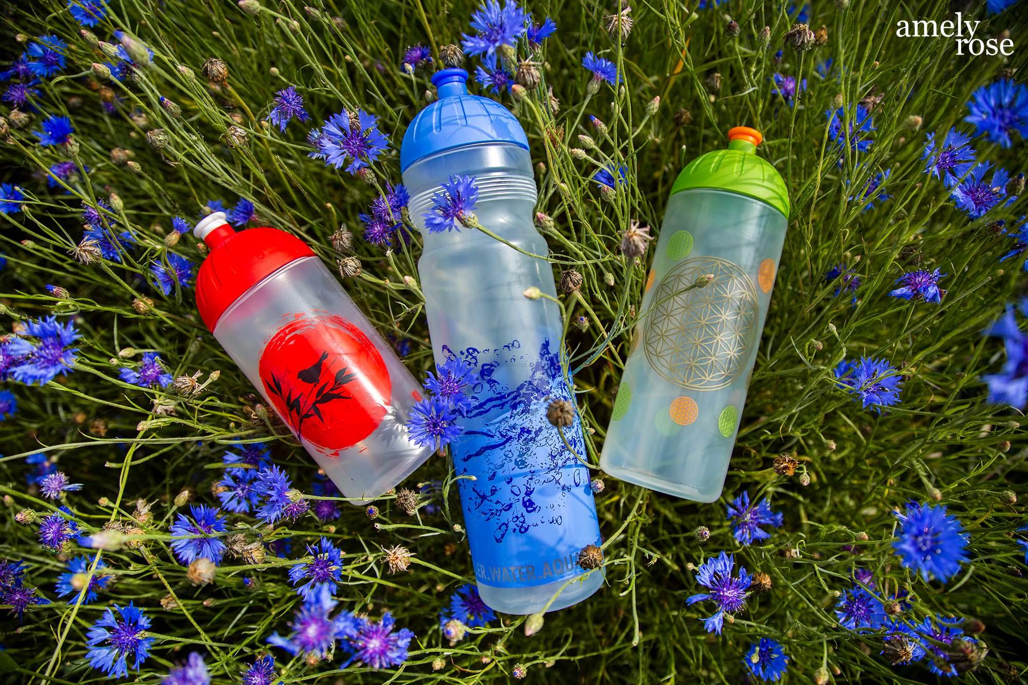 amely rose, isybe, trinkflasche, summer sommer hitze stay_hydrated_sport_sommerfigur_bikinifigur_blumen_blumenfeld_fashionblog_summer_essentials