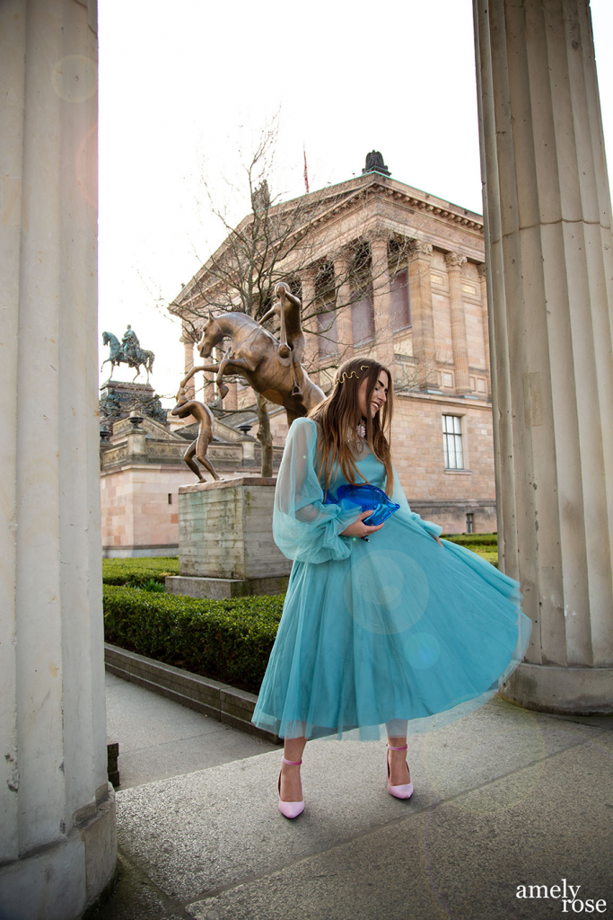 amelyrose_amely_rose_berlin_fahsion_tulle_tuell_kleid_zara_zarabag_fish_fish_portrait_mode_modeblogger_fashionblogger_lensflare_lens_flare_blue_bluedress_dress
