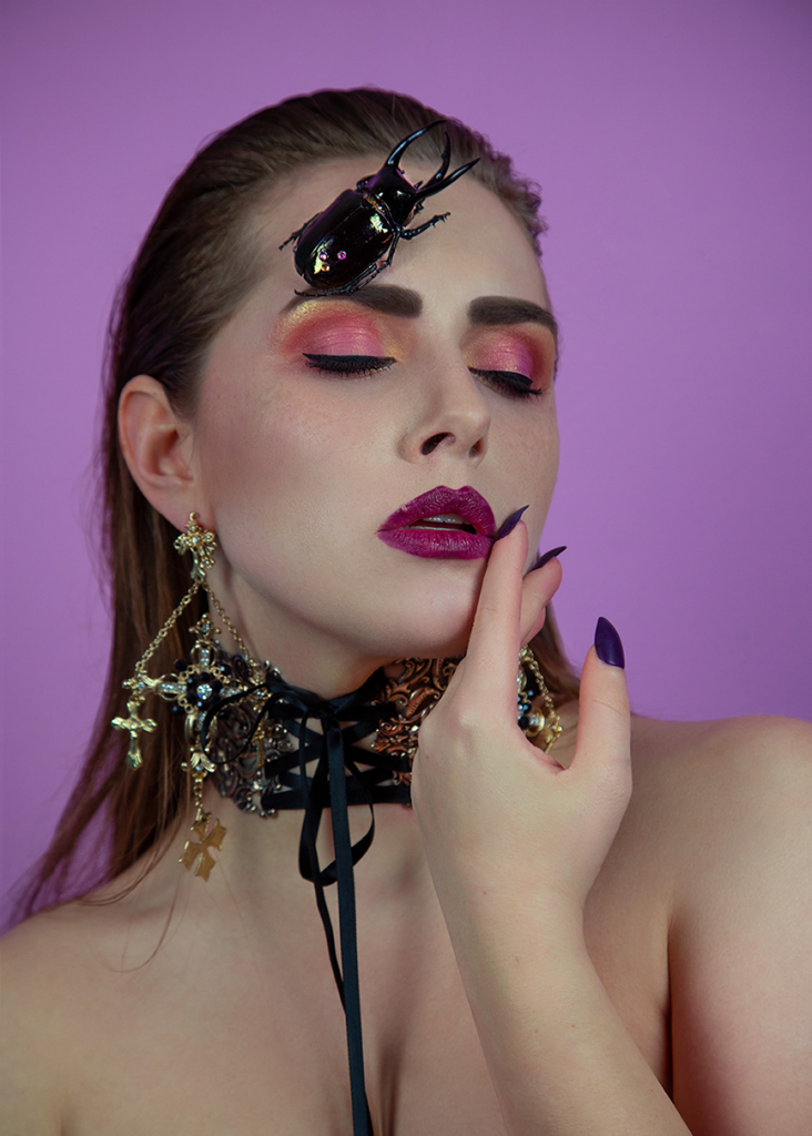 amelyrose, amelyrose, Chrimaluxe-Minerals, makeup, make up, portrait, eye make up, red smokey eyes, gothic make up, abiballlook, schminke, schminktipps, youtube_schmink_tutorial, portrait, puder, mineralien_uder, glitzer_lidschatten, lidschatten, dark lips, matter_lippenstift,
