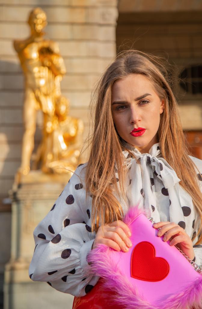 amely, rose, amely rose, fashionblogger, influencer, german blogger, modebloggerin, portrait, reiseblogger, travelblogger, travel, schweden, sweden, stockholm, leder, lederrock, lady in red, red skirt, longhair, blondine, extenssions, latex, latexrock, lookbook, zara, smile, pretty woman, tictoc star, eyebrows on fleek, blondhair, redlips,