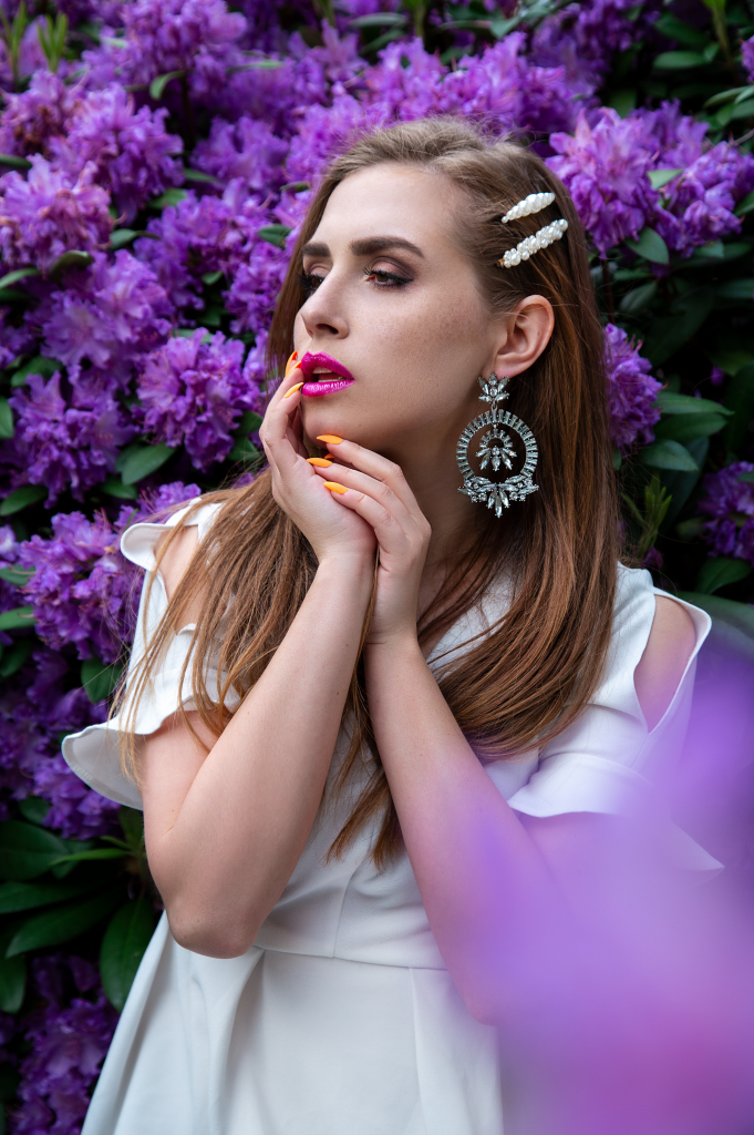 blume, flower, portrait, flowerportrait, Girl, Amely rose, Amely_rose, peoplephotography, menschen Portrait, Long hair dont care, Blondine, Beauty make up, fairytale photography, lilac, purple, spring, corona, was tun bei corona, frühlingsgefühle, white dress, zara kleid,