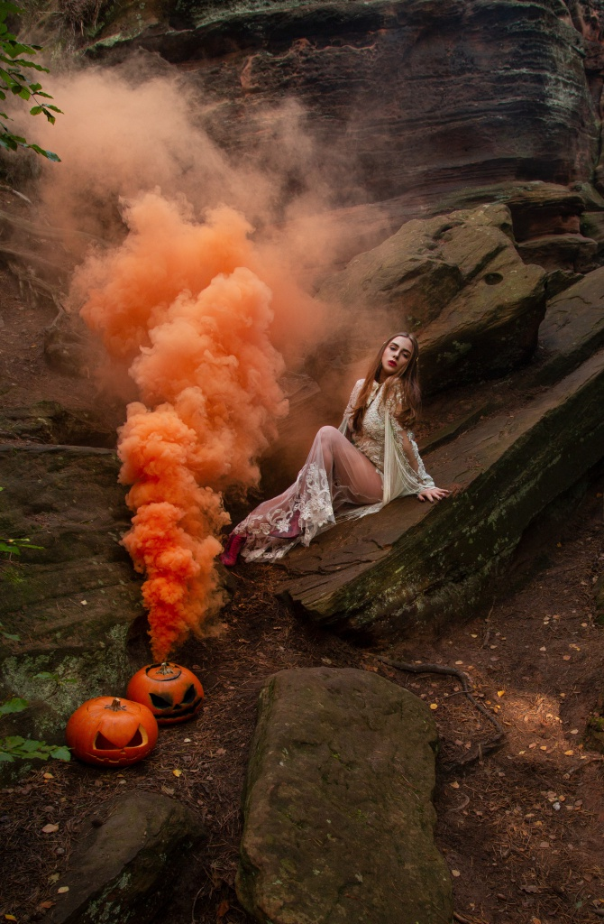 amelyrose, amely rose, rauchbombe, smokebomb, smoke bomb, halloween, happy halloween, pumpkin, skeleton, halloweencostume, halloween costume, halloweenkostüm, halloween kostüm, halloweenmake up, bride, creepy, spooketober,