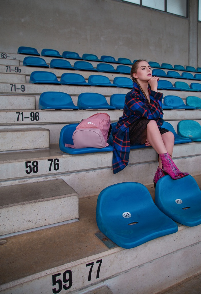 amelyrose, amely rose, sport, sporty, fitness, gym, gymtime, gymshark, bench, laufen, joggen, abnehmen, fitnessblogger, fitnessinfluencer, how to loose weight, wie abnehmen, wie gewicht verlieren, sportplatz, bench tasche, handtasche, sporttasche, sportyspice, puma, pink, sportoutfit, sportlook, leggings, girl in leggings, laufstrecke, braids, geflochtenerzopf, sportplatz, fußballstadion, stadion, blau, herbstlook, blauermantel, karomantel, zaramantel, rucksack, frauenrucksack,