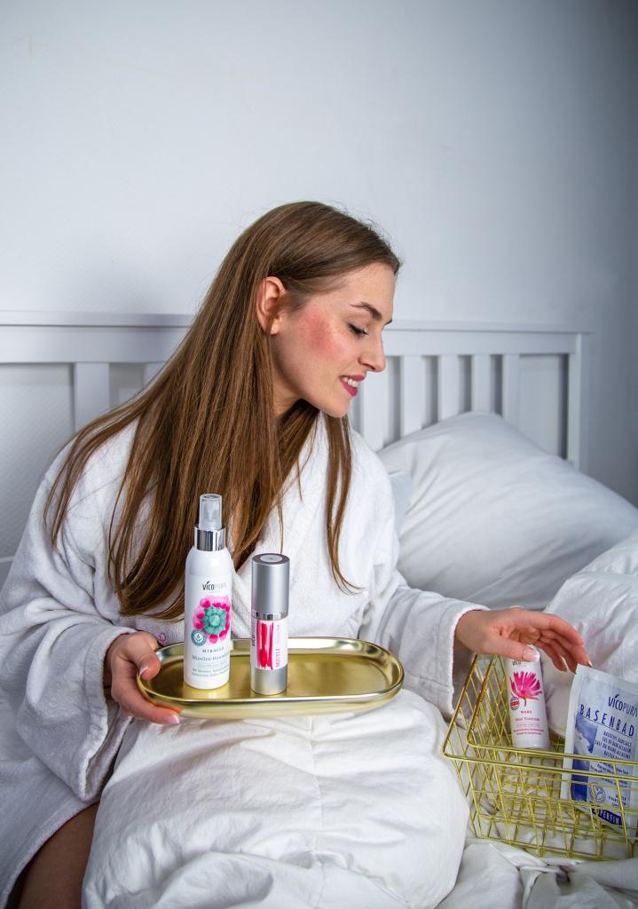 vicopura, vegane kosmetik, produkttest, pflegekosmetik, produkttesterin, vegane pflegeprodukte, amely rose, gesichtspflege, skincare, wake, tonikum, haut tonikum, pflege reife haut, pflege unreife haut, mixellen hautelixier,